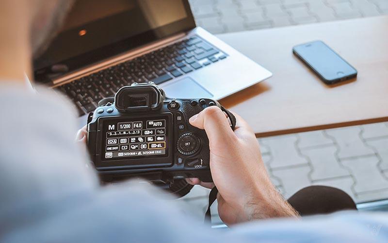 Máy ảnh DSLR có tuổi thọ cao